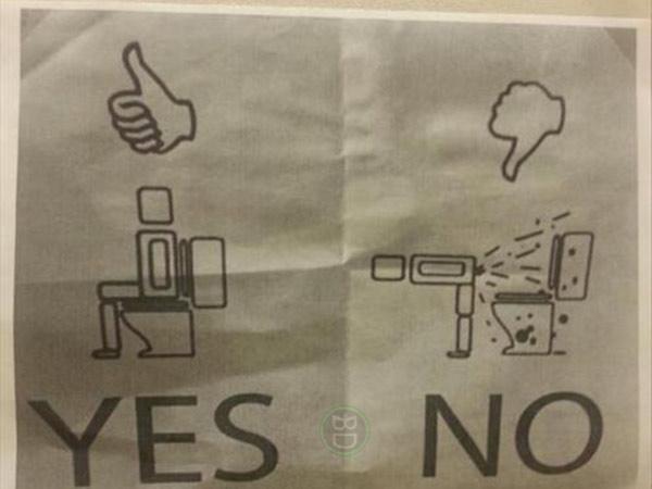 cio se tutankhamon ti ha lanciato una maledizione non usare questo bagnoo almeno siediti cartello cesso diarrea